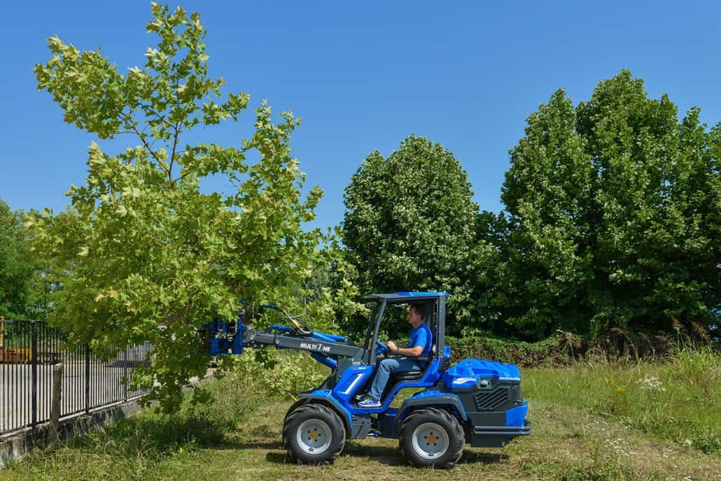 MultiOne-mini-loader-10-series-with-tree-shear-1030x688