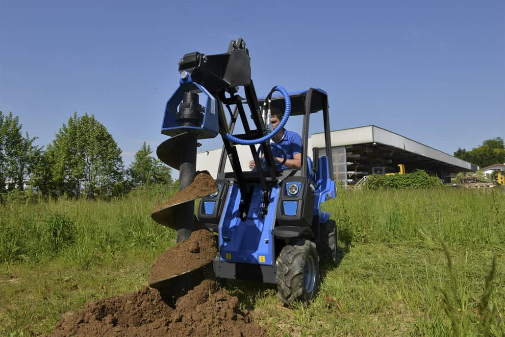 MultiOne-mini-loader-2-series-with-auger-1030x688