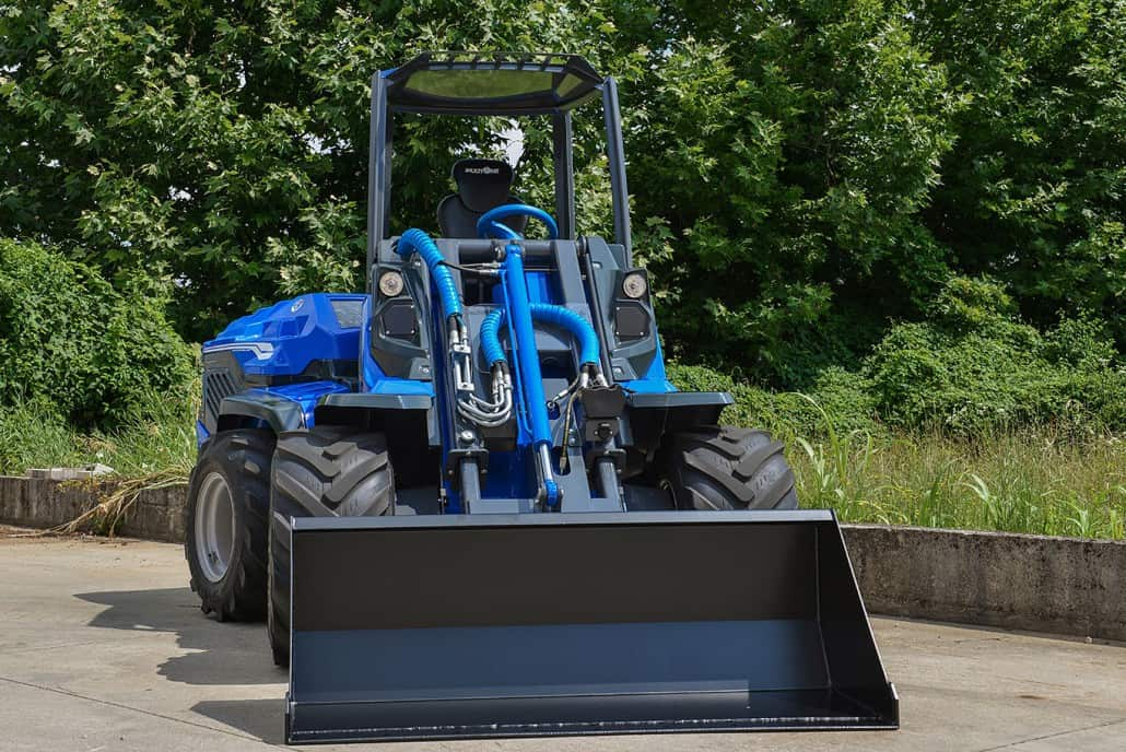 MultiOne-mini-loader-9-series-with-bucket-1030x688