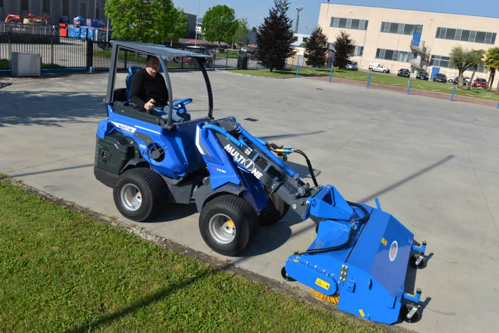 MultiOne-mini-loader-SD-series-sweeper-1030x688