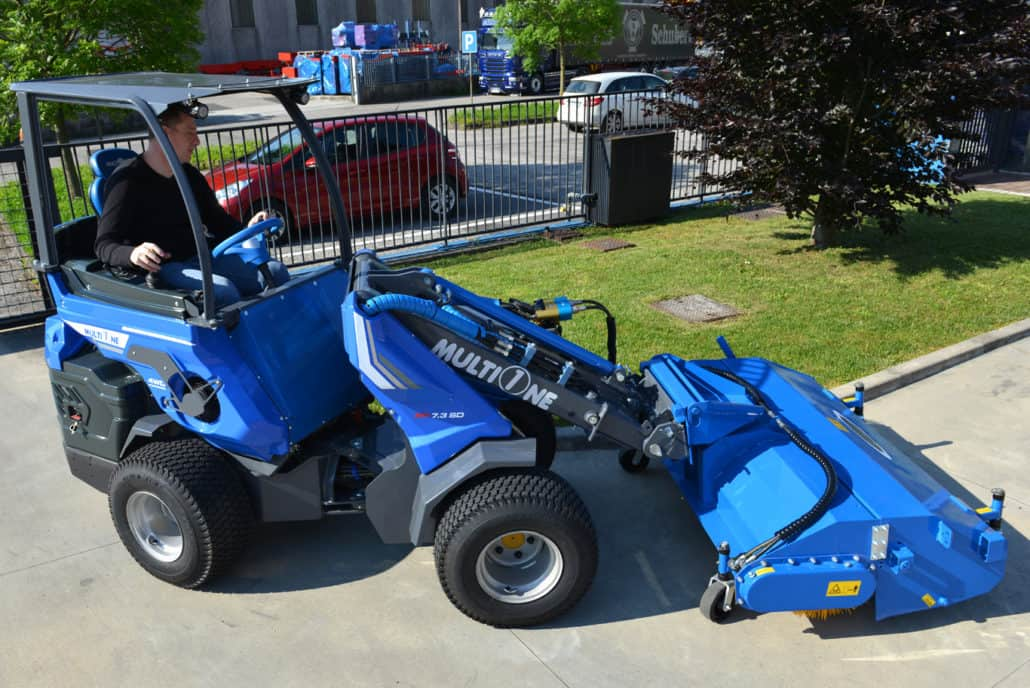 MultiOne-mini-loader-SD-series-sweeper_01-1030x688
