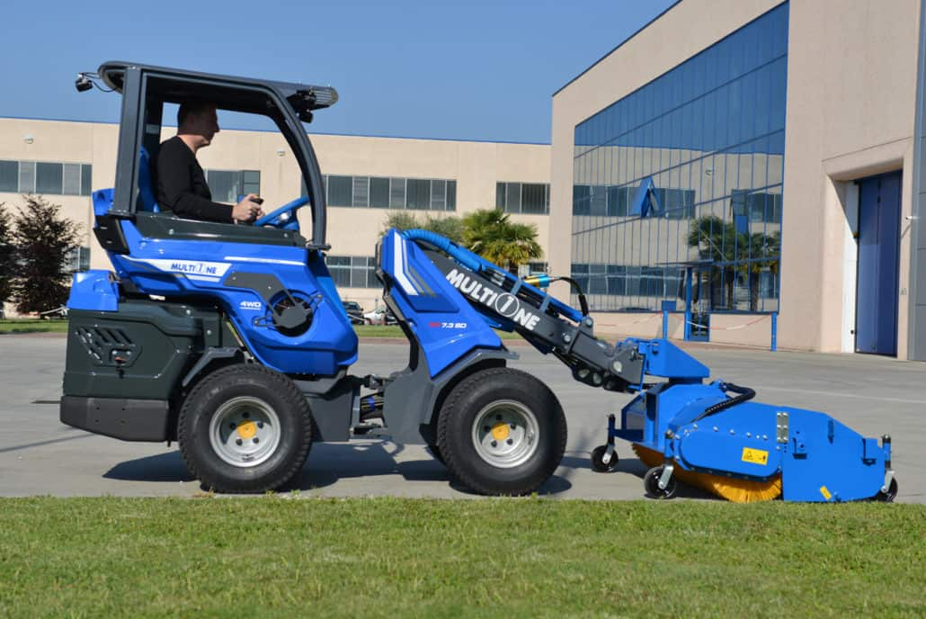 MultiOne-mini-loader-SD-series-sweeper_02-1030x688
